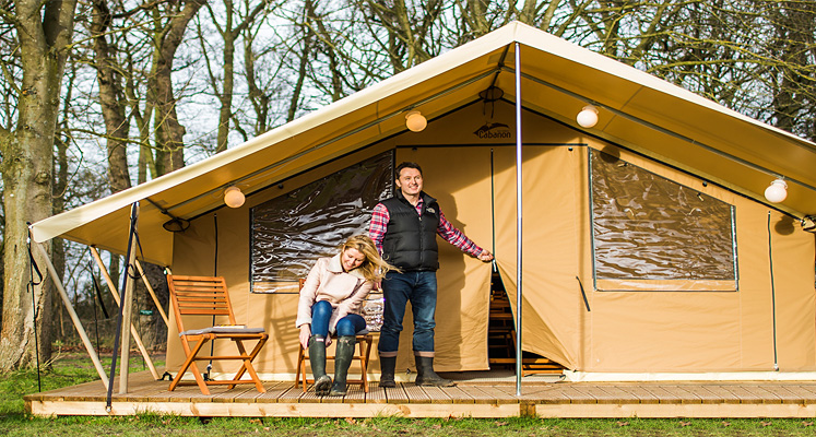 A couple on a Ready C& holiday & Ready Camp UK - Britain ExplorerBritain Explorer