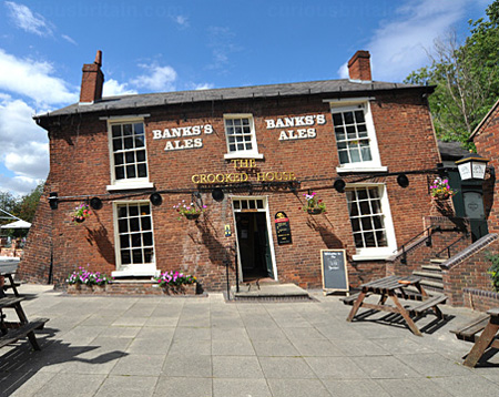 pub-crooked-house